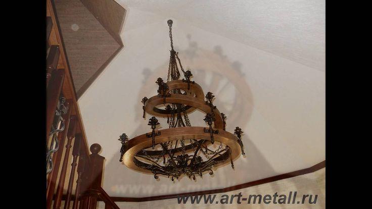 Большая кованая люстра в виде спирали. Дубовое основание. 18 лампочек.Large wrought iron chandelier spiral type , oak base.