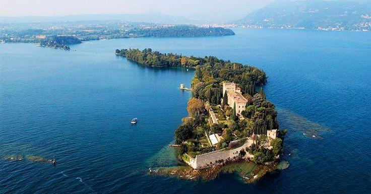 | Isola di Garda, conosciuta anche come isola Borghese | Lago di Garda |