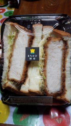 コンビニでこんなに贅沢なカツサンドを食べれる時代が来るとは!!  ローソンのまちかど厨房では厚切りカツを贅沢にはさんだサンドイッチがあります ちょっぴり贅沢してみませんか  #ローソン#まちかど厨房#カツサンド tags[熊本県]