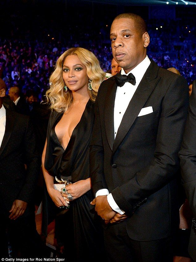 beyonce exposes cleavage in very low cut dress alvarez fightmiguel cottocanelo