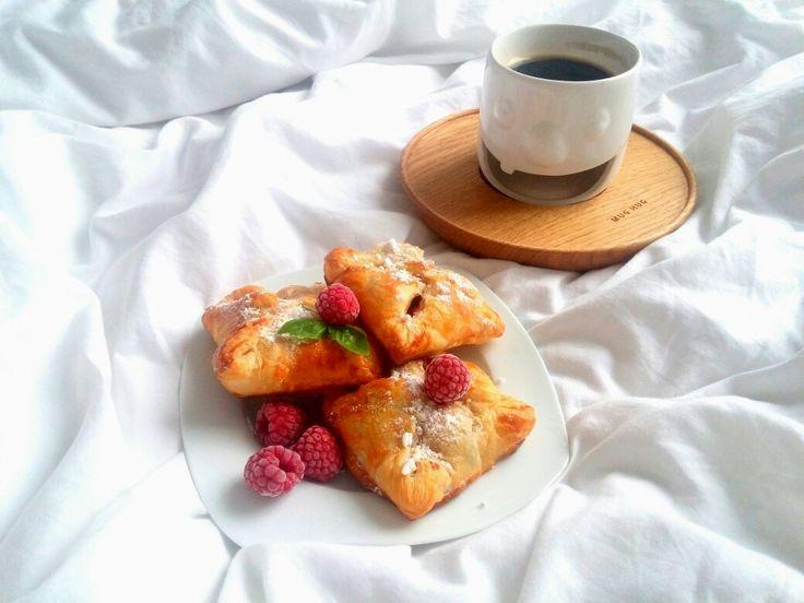 Na późne śniadanie, pyszne jeszcze gorące koperty z owocami 🍓😍 -->  Zapraszam moją stronę na fb https://m.facebook.com/eatdrinklooklove/ ❤  At a late breakfast, delicious, still hot envelope with fruit 🍓😍 -->  I invite my page on fb https://m.facebook.com/eatdrinklooklove/ ❤
