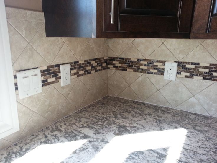 4x4 tile backsplash set at an diagonal with an accent for 4x4 kitchen ideas