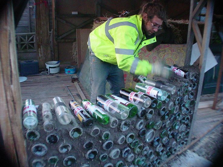 how to put glass bottles in cob walls - a great starter piece to learn how to in the backyard this or a cob wall
