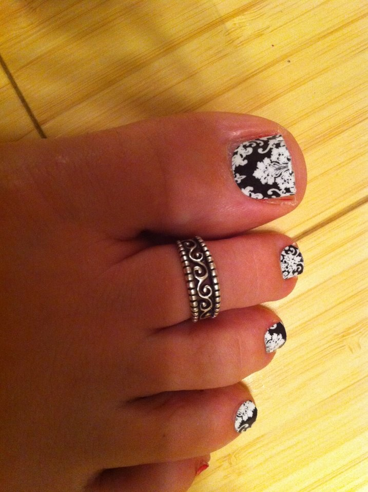 Black & White Damask Have a great pedicure that can last to to SIX WEEKS! jessicatocco.jamberrynails.net