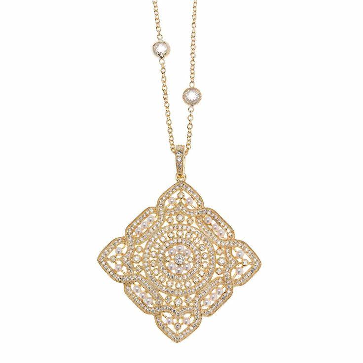 Colgantes en plata de ley bañada en oro o oro rosa, emulan brocados con pequeñas perlas y circonitas. Ver más coleccion en www.salvatore.es