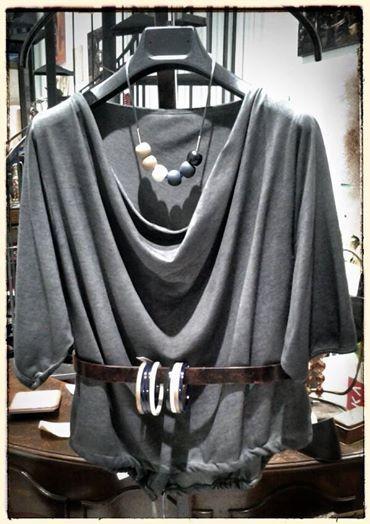 Giovedì. Collana ZSISKA collezione Primo, il fascino della semplicità. Gilet in felpa per uno sguardo alla primavera.