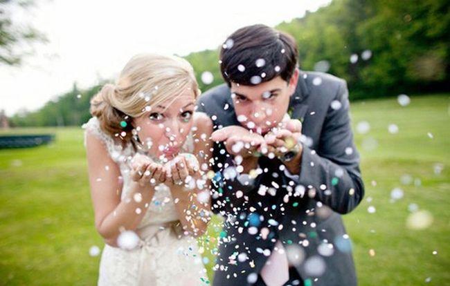 Blazen van paardenbloempluisjes #weddingpicture