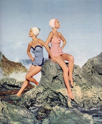 Vintage beach glamour. http://www.hereiamloulou.com/2011/11/vintage-glamour-at-beach.html