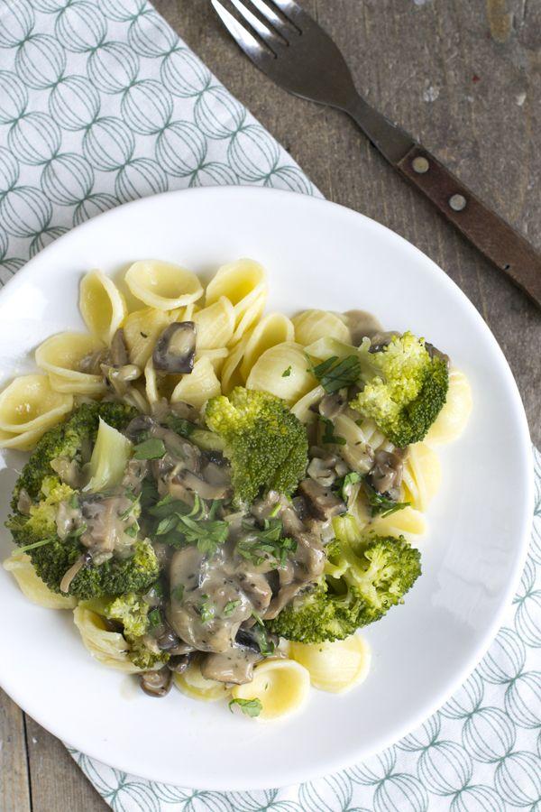 Pasta met champignonsaus en broccoli | Makkelijke maaltijd | via BrendaKookt.nl