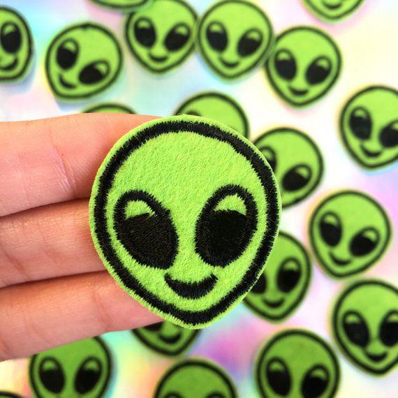 Alien parche parche Emoji, Emoji Alien, Grunge suave parche, Tumblr, Pastel Goth, hierro en remiendo, extranjeros, Coachella, Kawaii, cose en el remiendo