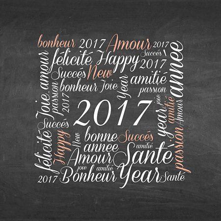 Jolie carte de voeux pêle-mêle où s'entremêlent des tas de souhaits pour cette nouvelle année. Envoyez des voeux poétiques sur fond ardoise avec son élégante typographie blanche et saumon. Faites des heureux pour 2017 avec cette carte de voeux signée Popcarte !