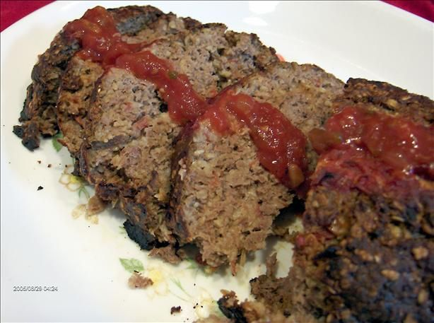 Quaker Oats Meatloaf.   1-1/2 pounds lean ground beef or turkey   3/4 cup Quaker® Oats   3/4 cup finely chopped onion   1/4 cup chopped green onions  1/2 cup ketchup  1 egg, lightly beaten   1 tablespoon Worcestershire sauce  4 cloves garlic, minced   1/2 teaspoon salt   1/4 teaspoon black pepper   sauce: 1 cup ketchup, 4 tablespoons brown sugar, 2 tablespoons Worcestershire   Bake 30 minutes on 350. Cover in sauce. Bake additional 20 minutes.