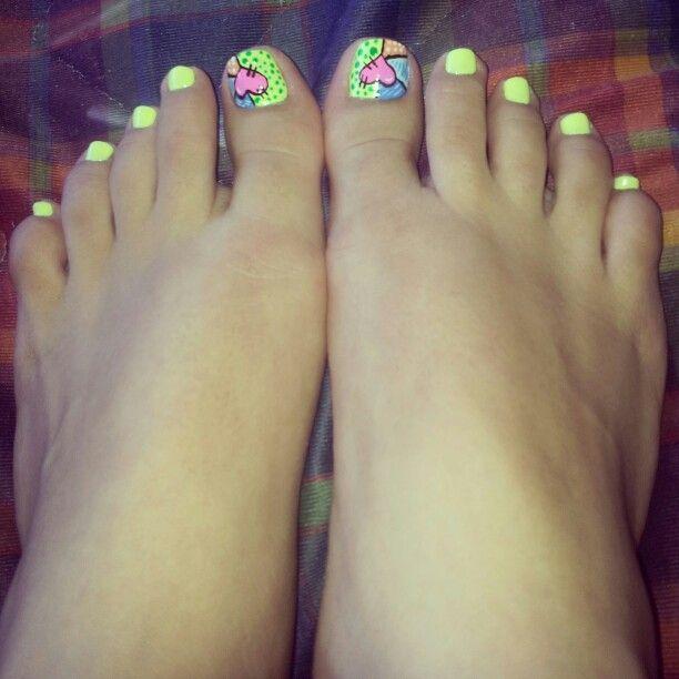Uñas pies corazones