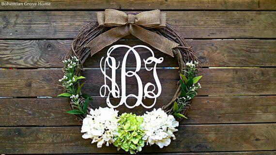 Guirlande Monogram Script en bois avec arc de toile de jute, vigne Monogram guirlande, Couronne de mariage, Couronne d'hortensia blanc et vert, Couronne initiale