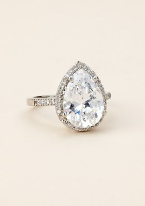 a perfect pear shaped engagement ring looks like 4 carats or so - Teardrop Wedding Rings