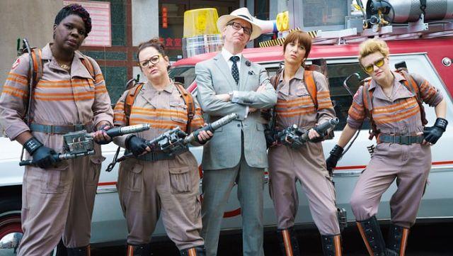 Daftar Film Komedi Terlucu 2016 - Genre film lucu atau komedi memang merupakan salah satu genre film yang paling disukai. Namun genre film ini bisa dibilang agak subjektif, karena belum tentu film yang Anda anggap lucu, berlaku serupa untuk orang lain.