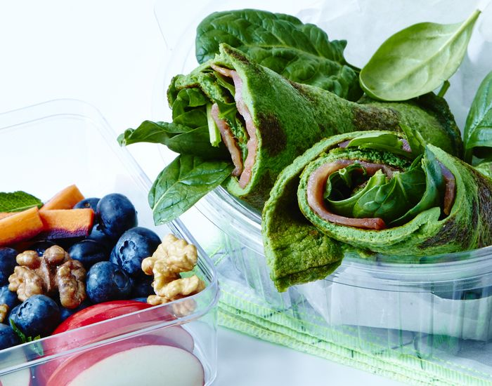 Glutenfri madpakke: Spinat-pandekage med laks og frugt