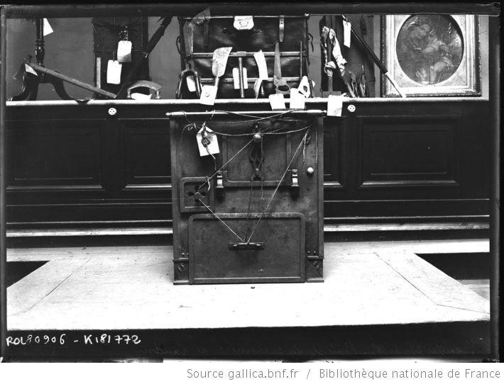 [Palais de Justice de] Versailles, 27-1-23, vente [aux enchères] de la cuisinière de Landru : [photographie de presse] / [Agence Rol] - 1