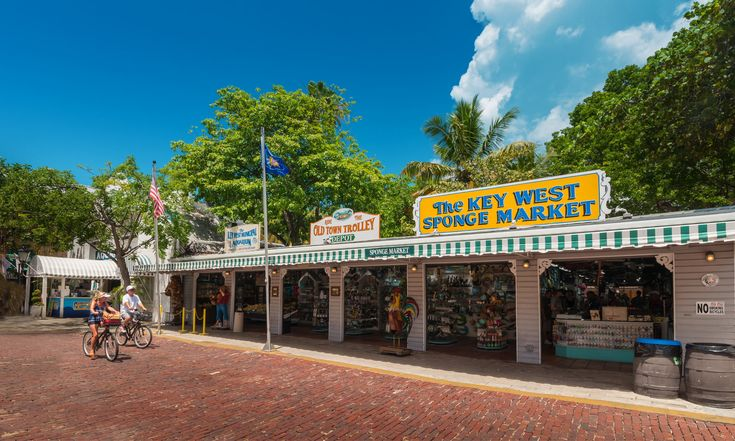 Key West Tours and Sightseeing with Old Town Trolley  stops at casa marina resort