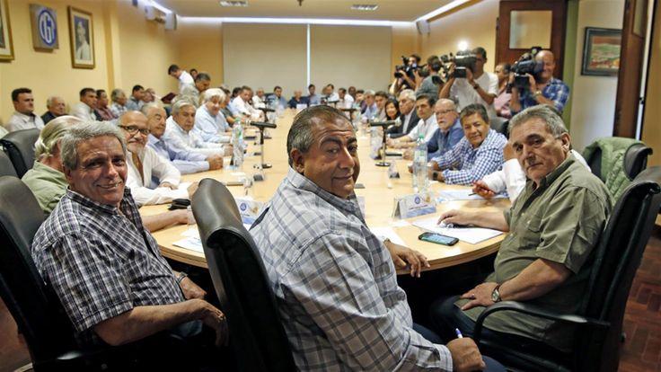 En el teléfono celular de Jorge Triaca se acumularon la semana pasada mensajes de ocho de los diez sindicalistas más influyentes de la CGT. Algunos de ellos incluso peregrinaron por el despacho principal del piso 13 del Ministerio de Trabajo.   #GOBIERNO NACIONAL