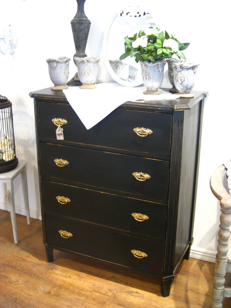 A gorgeous chest of drawers in black!