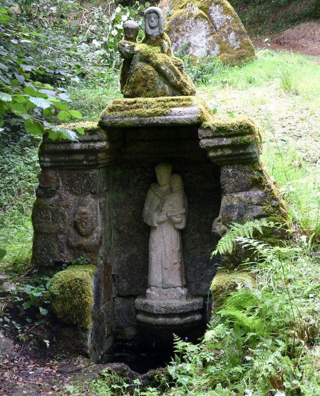 LES FONTAINES DE BRETAGNE...Peumerit-Quitin près de Callac. La fontaine Saint-Antoine.