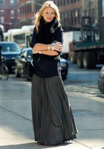 Long skirt + sweater: Chanel Bags, Winter Maxi, Maxi Skirts Outfit, Style, Long Sweaters, Long Skirts, Maxiskirt, Black, Cold Weather