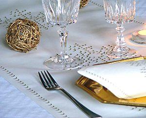 17 best images about vaisselle jetable noel or et argent on pinterest deco champagne and noel. Black Bedroom Furniture Sets. Home Design Ideas
