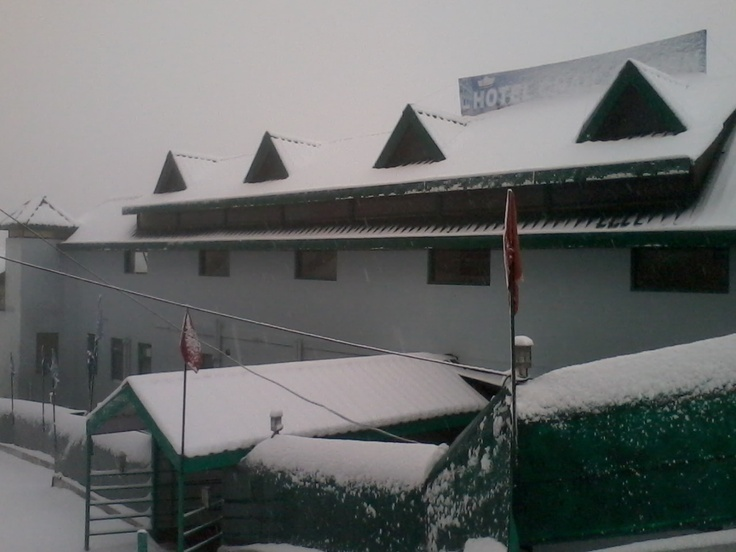United-21 Resort in Chail covered under Snow...