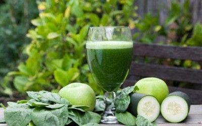 Sette ricette di centrifugati di verdure e frutta per aiutare l'organismo a rilassarsi, depurarsi, migliorare la circolazione sanguigna e reidratarsi.
