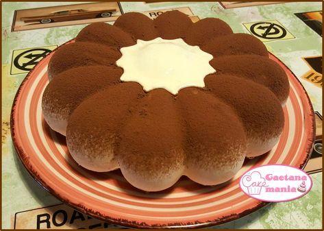 Il Tiramisù di Bavarese al Caffè è un dolce semifreddo davvero irresistibile. Se messo in stampi di silicone adatti diventa degno di una tavola regale. Scopriamo insieme come prepararlo.