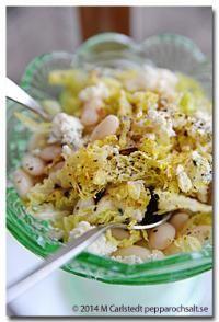 Savoykål med ädelsost och bönor - Salladsrecept