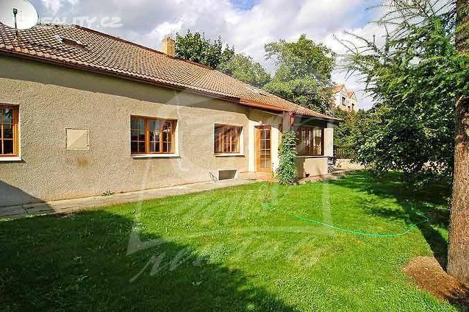 Rodinný dům 180 m² k prodeji Na zástřelu, Praha 6 - Střešovice; 9400000 Kč (včetně provize RK a právního servisu), parkovací místo, patrový, samostatný, cihlová stavba, dobrý.
