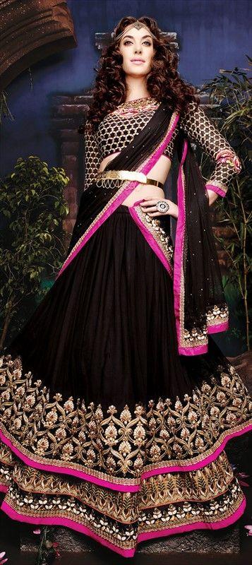 #Wedding #bride #layering #Lace #IndianWedding #IndianFashion #Partywear #Lehenga #blackmagic #gypsy #indianbride #embroidery