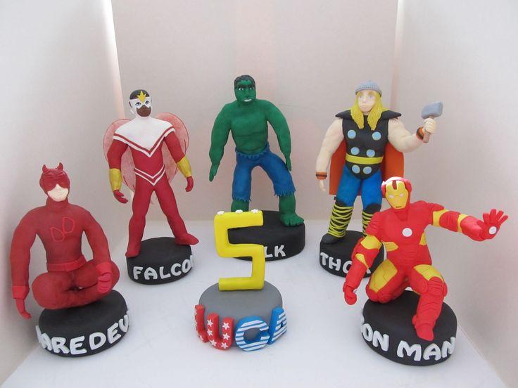#Cake design: #topper di #Daredevil #Thor #Hulk #Iron #Man e #Falcon degli #Avengers in #pastadizucchero