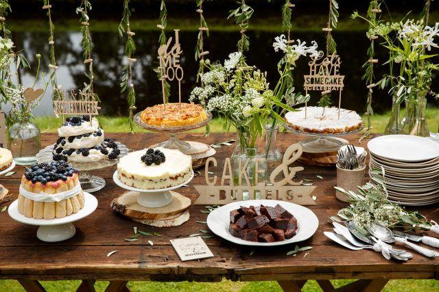 Credit: Mon et Mine - tabel (meubels), eten, geen persoon, restaurant, eet- en drinkgerei, couvert, bord, catering, bruiloft receptie, tafelkleed, dining, buffet (maaltijd)