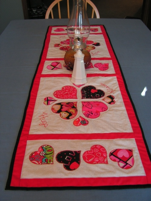 Heart Table Runner ~ Tutorial.... Xox