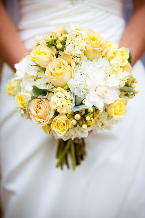 Yellow and white wedding bouquet - you don't see this color very often any more, but it's really lovely!