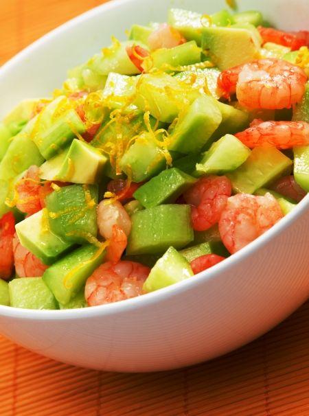 Insalata con cetrioli, avocado e gamberetti http://www.tribugolosa.com/ricette-insalate.htm   #insalata #avocado #gamberetti #cetriolo