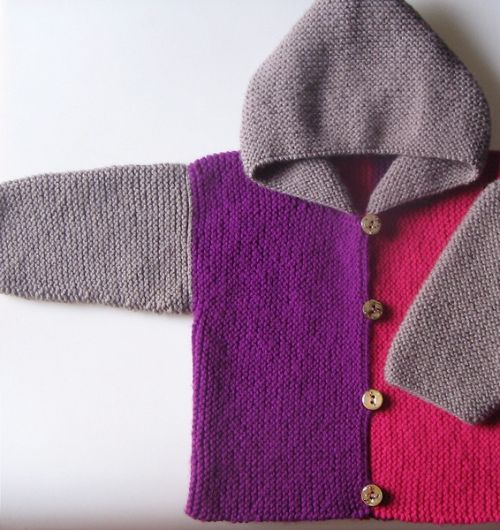multiple colored hooded cardigan  Pattern in Italian.