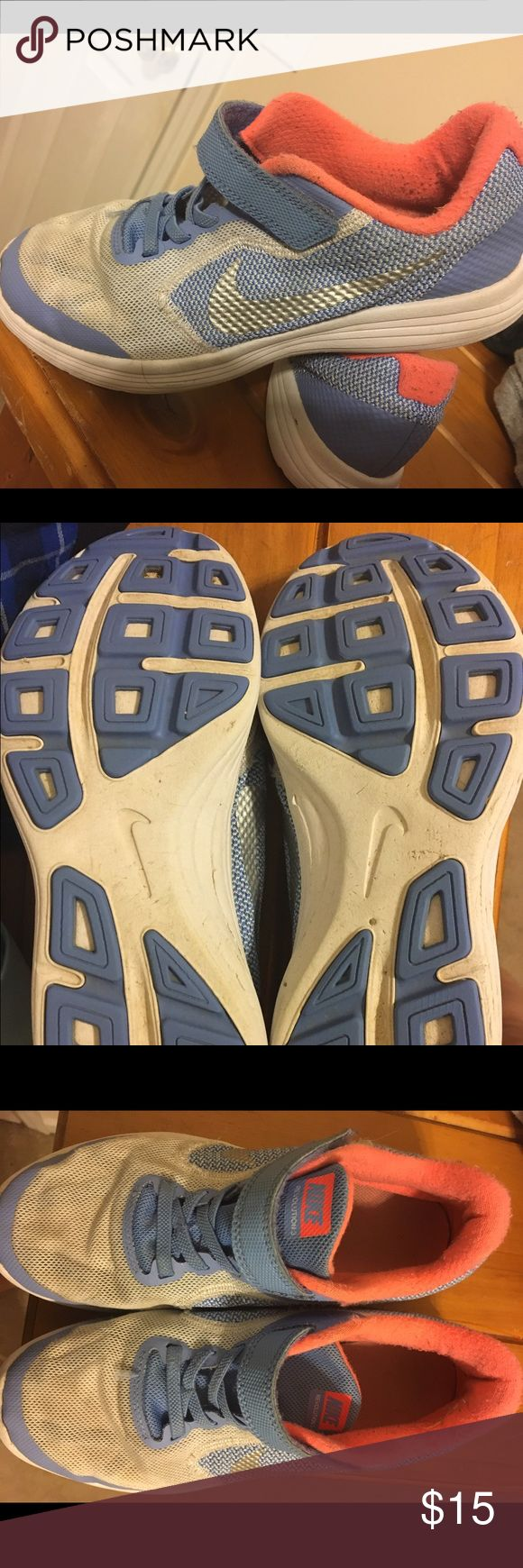 Nike girls tennis shoes Nike girls tennis shoes, good used condition, bottoms look great! These are great for upcoming spring! Minor pilling inside. Nike Shoes Sneakers