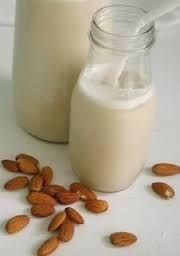 ŽIVOT NENÍ ČERNOBÍLÝ: Mandlové mléko za 12 korun litr
