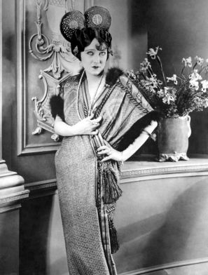 In her 1920s heyday, American actress Gloria Swanson was a fashion icon, becoming one of the most photographed women in the world.