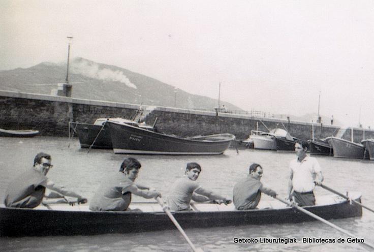 Remeros de Algorta. De izquierda a derecha: Eduardo Barrenetxea, Félix Rodríguez, Imanol Betis, Manu Idarraga, Ramón Rivas, Peña (ref. SN01442)