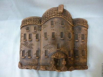 Купить или заказать панно домик 3 керамика в интернет-магазине на Ярмарке Мастеров. керамическое панно домик.Выполнен в стиле ретро.Черепичные крыши и каменные лестницы,арочные окна и двери,напоминают на старые замки.Замок Броуди или где проживал граф Дракула....Что скрывается за тёмными окнами этих домов..Каждый может домысливать сам.зависит от вашей фантазии.Можно создать целый городок на вашей стене и мэром и губернатором будете вы.