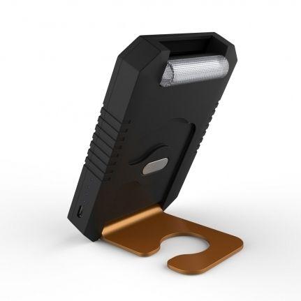 Questa lampada a LED multifunzione a energia solare ad alta efficienza ha anche la capacità di ricaricare telefoni cellulari e tablet. Ha una propria batteria interna da 3000mAh che si ricarica sia dal sole che da alimentazione esterna 5V USB.  Funzione ricarica batterie compatibile con iPhone, iPad, Blackberry, Samsung, Nokia, etc.