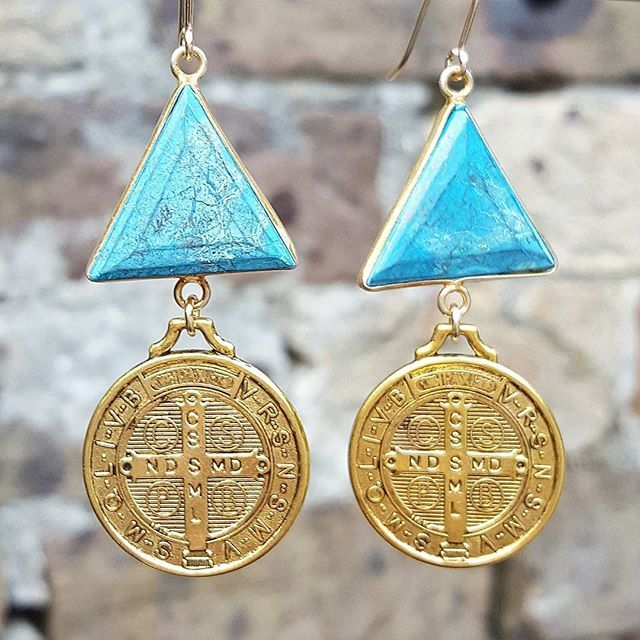 The lucky last pair of these medallion earrings 💓 I could only find two lots of the fab triangle turquoise stones - limited edition! Message me to purchase ✌✌✌ #bohemejewels #bondi #zoealexandria