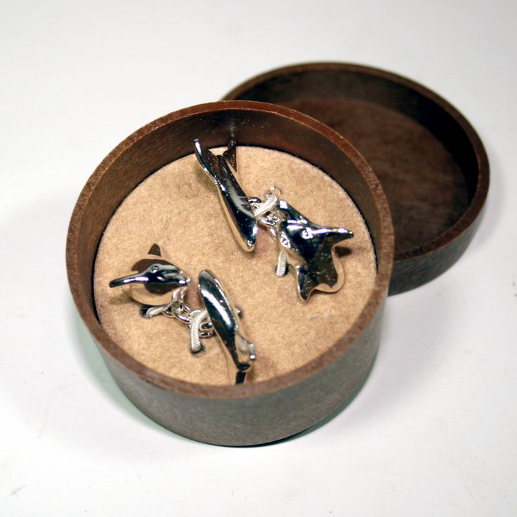 Dolphins slip in and out of the water - or in this case in and out of cuffs - just £22 from www.thewowgallery.co.uk