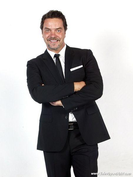 Beyazıt Öztürk (d. 12 Mart 1969, Bolu), kısaca Beyaz olarak bilinen, Türk sunucu, televizyon ve radyo programcısı, şarkıcı, sinema, tiyatro ve dizi oyuncusu. balık-pisces