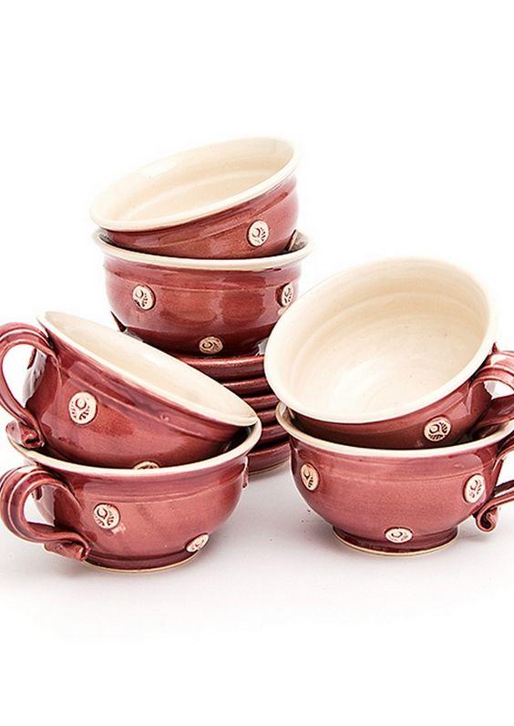 Egyedi design, magyar kézműves teáscsészék.  Csészék mellé csészealj is tartozik. Űrtartalmuk 250ml. 6db-os kiszerelés. Ár: 9800.-ft